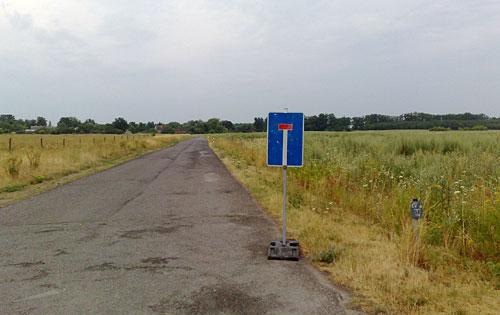 Straße mit Schild