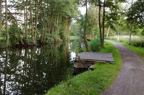 Barlachweg mit Kanal