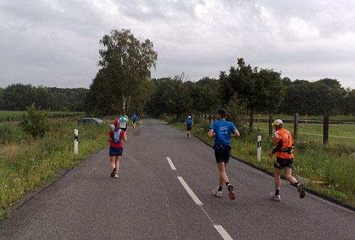 Viele Läufer auf Straße