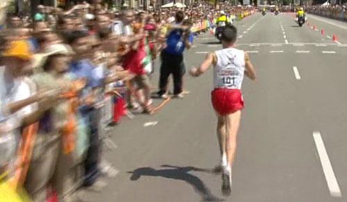 Viktor Röthlin auf dem Weg zum Ziel des EM-Marathon