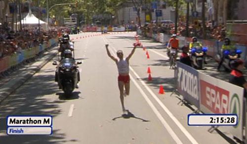 Viktor Röthlin im Ziel des EM-Marathon