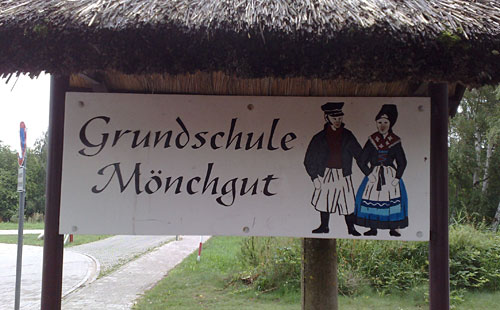 Schild Grundschule Mönchgut