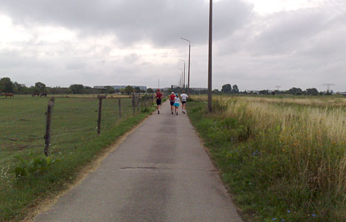 Läufer auf Mauerweg