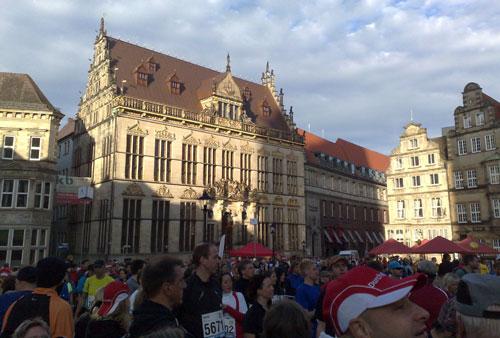 Bremer Marktplatz mit Läufern und Schütting