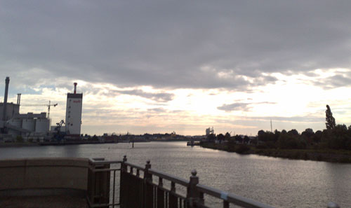 Blick auf Weser mit Kraftwerk