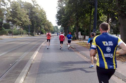 Läufer auf breiter Straße