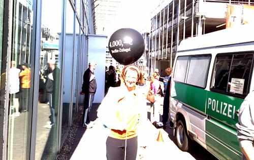 Läuferin mit Luftballon