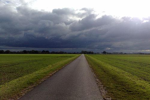 Lauf-Weg zwischen den Feldern bei Bollen