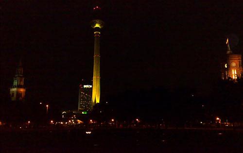 Ein abendlicher bunter lichter lauf berlin sightseeing beim festival of lights startblog f - Leuchtschrift wand ...