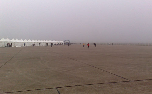Nebel über dem Rollfeld