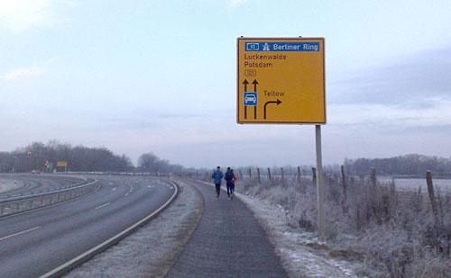 Läufer und Schild Teltow