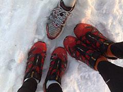 Laufschuhe im Schnee