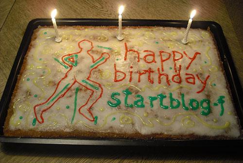 Geburtstagskuchen mit drei Kerzen