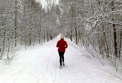 Läuferin im Schnee