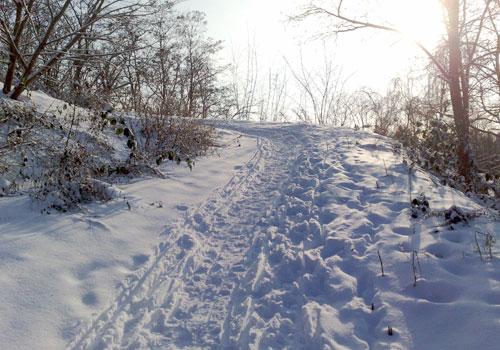 Anstieg im Schnee