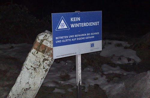 Schild: Kein Winterdienst