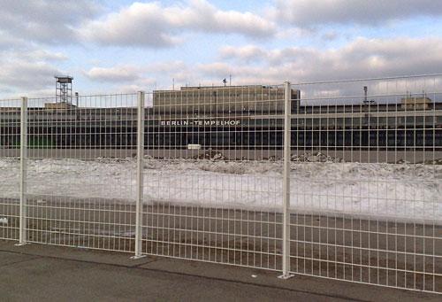 Schnee auf dem Flughafen Tempelhof