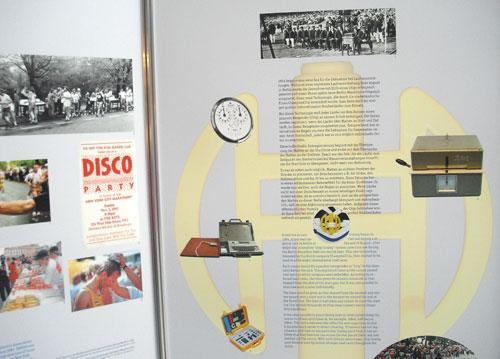 Wandtafel im Sportmuseum zur Marathon-Zeitmessung