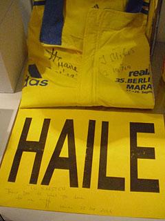 Trophäen Haile Gebrselassie nach Weltrekord