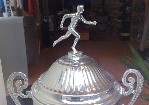 Läufer auf Pokal