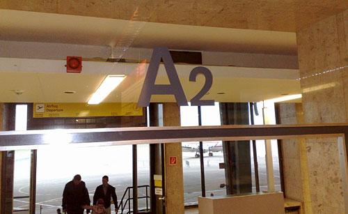A2 auf Glasscheibe