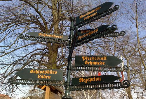 Schilder bei Schloss Diedersdorf