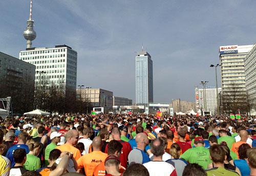 Läufer am Start des Berlin-Halbmarathon