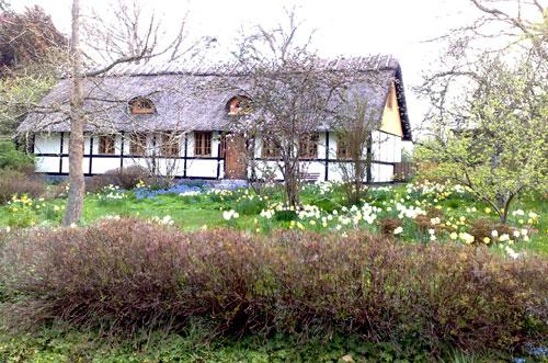 Dänisches Haus mit Blumengarten