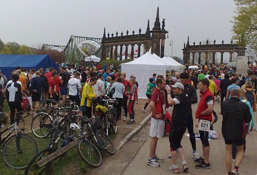 Läufer, Glienicker Brücke und Zelte