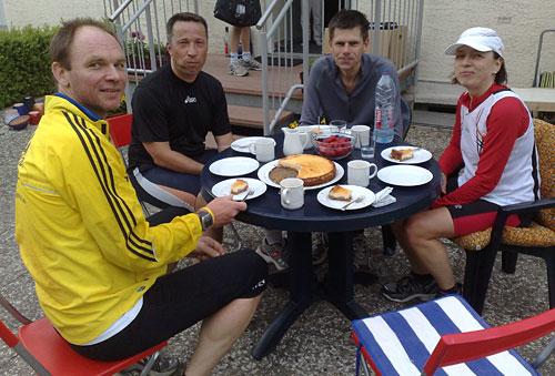 Läufer bei Kaffee und Kuchen