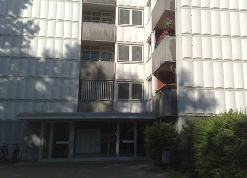 Hochhaus-Fassade mit Eingang