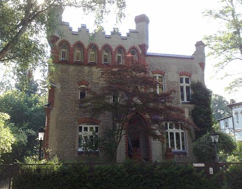 Villa mit Zinnen