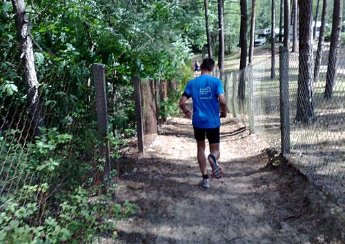 Läufer auf dem Uferweg