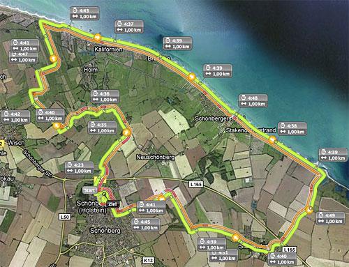 Streckenkarte mit Kilometermarkierungen und Zwischenzeiten