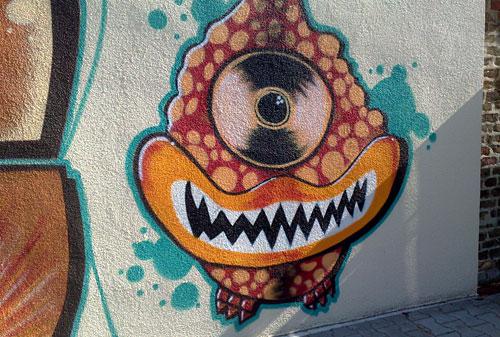 Graffiti: Gesicht mit nur einem Auge und spitzen Zähnen
