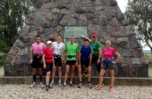 Läufer-Gruppe vor Bülow-Pyramide