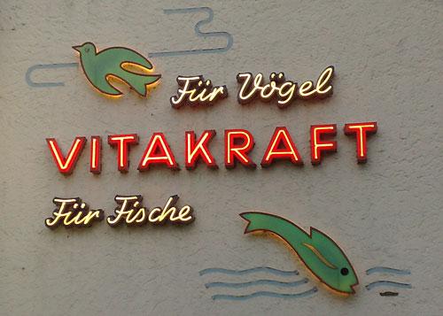Werbung Vitakraft für Vögel und für Fische