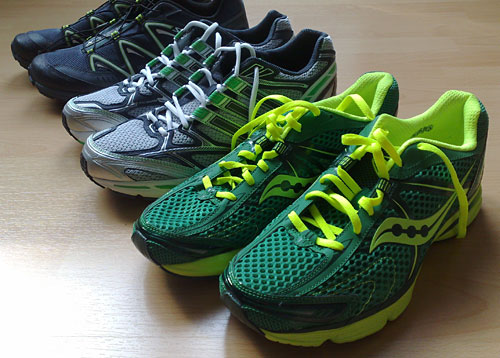 3 Paar Laufschuhe, alle in Grün