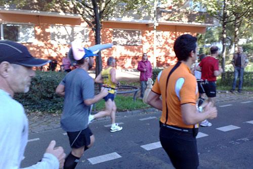 Marathon-Läufer mit Elefantenhut