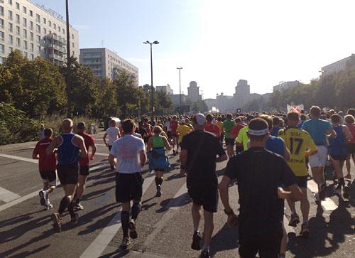 Marathonläufer auf breiter Straße