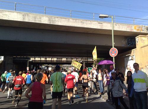 Läufer und Zuschauer an der Yorckstraße