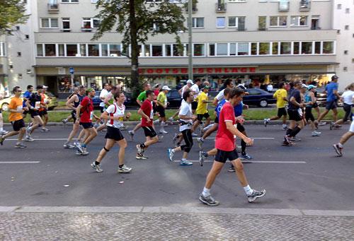 Läuferfeld auf der Höhe des Innsbrucker Platzes