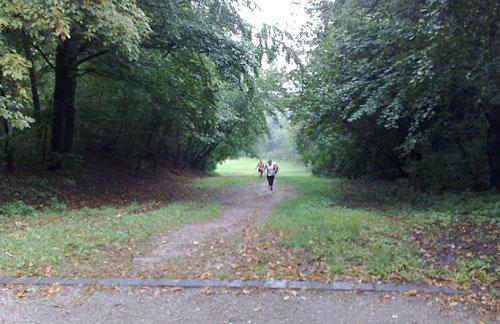 Läuferinnen auf der Rodelbahn am Insulaner