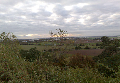 Weiter Blick auf die Umgebung mit dem Flughafen Schönefeld