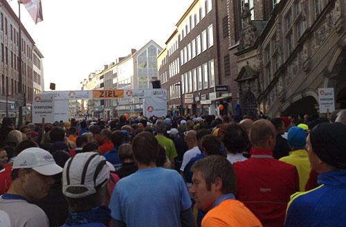Läuferfeld vor dem Marathon-Start