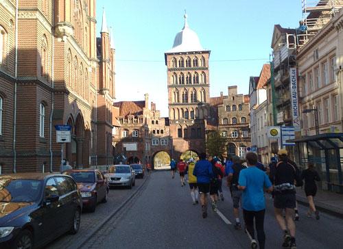 Läufer und das Lübecker Burgtor