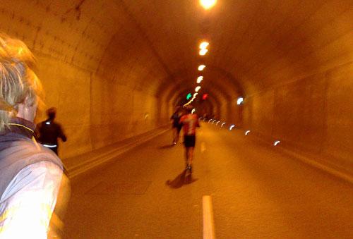 Lübeck-Marathon-Läufer im Herrentunnel
