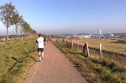 Lübeck-Marathon-Läufer mit Blick auf Travemünde