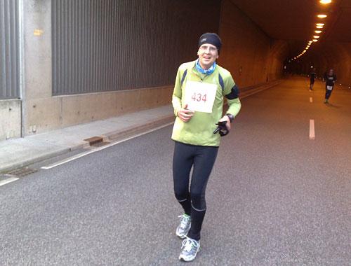 Läufer am Ende des Tunnels
