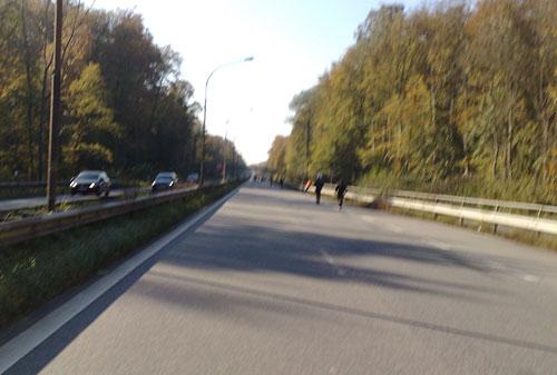 Travemünder Allee mit vereinzelten Marathon-Läufern